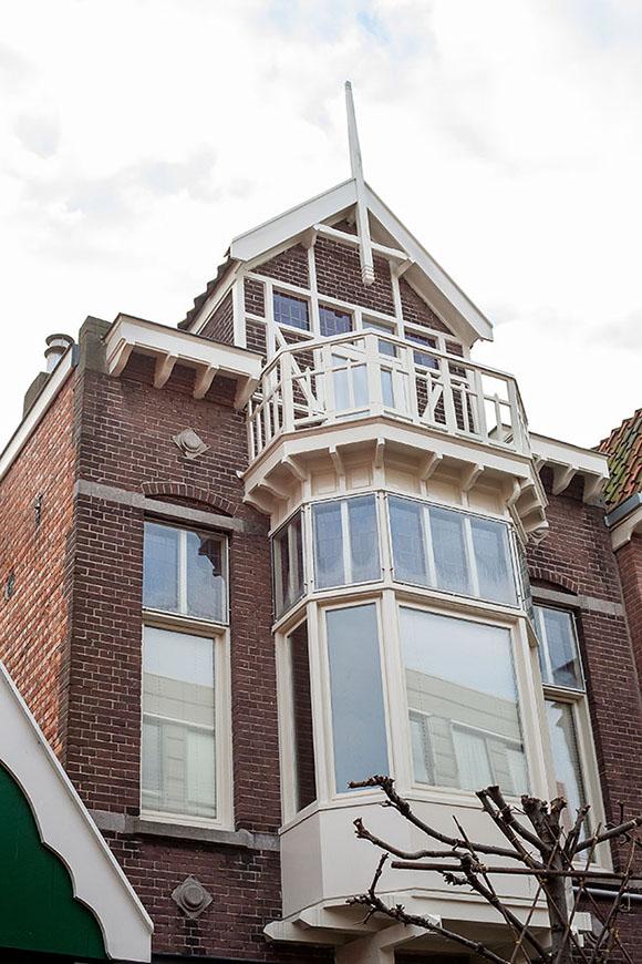 Gehele buitenschilderwerk karakteristieke woning (Botenmakersstraat, Zaandam)