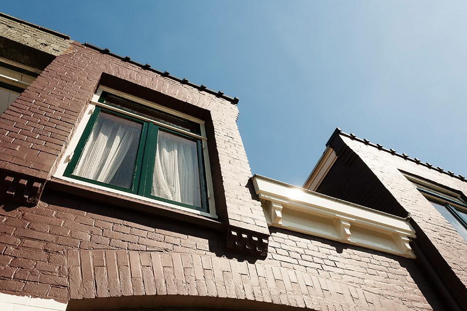 Gehele buitenschilderwerk karakteristieke woning (Prins Hendrikkade, Zaandam)