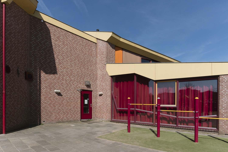Buitenschilderwerk gymzaal De Balk, gemeente Wormerland