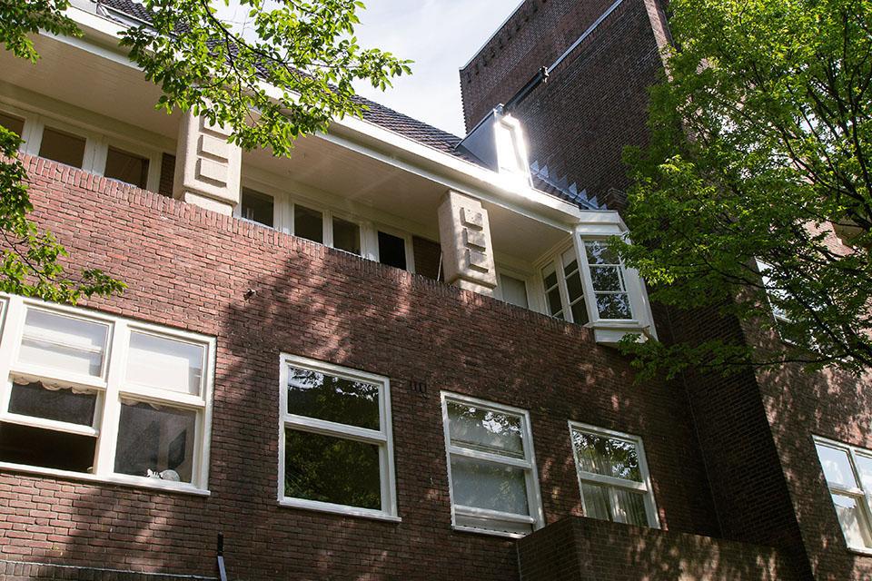 Houtrotherstel en buitenschilderwerk VVE Jan van Eijckstraat (Amsterdam)