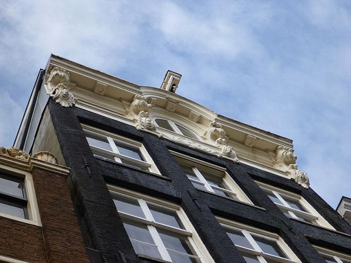 Voor- en achtergevel monumentaal grachtenpand (Keizersgracht, Amsterdam)