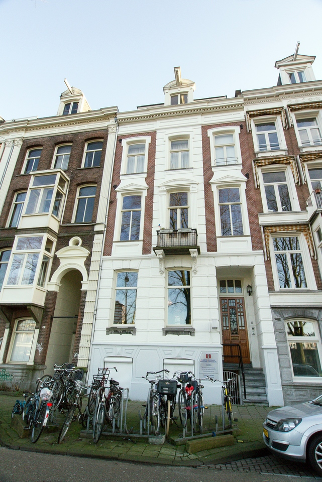 Gehele buitenschilderwerk karakteristiek pand Weesperzijde Amsterdam
